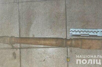 орудие убийства - ножка от стола