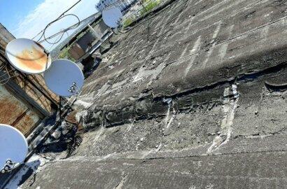 """""""Ливневка забита, потолок течет"""", - жители Корабельного района об ужасном состоянии крыши многоэтажки   Корабелов.ИНФО image 1"""