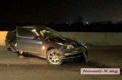 На въезде в Николаев BMW врезался в бетонный парапет, установленный на прошлой неделе   Корабелов.ИНФО image 1