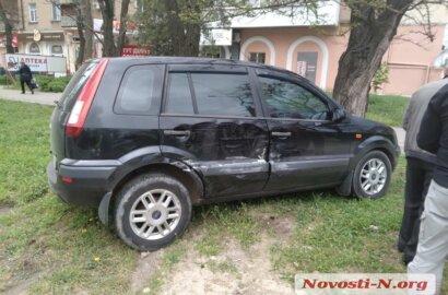В Корабельном районе Николаева столкнулись «Ниссан» и «Форд» | Корабелов.ИНФО image 1