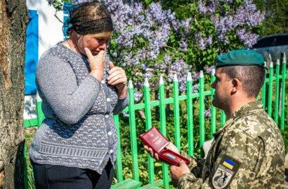 В Николаевской области матери погибшего морпеха вручили орден «За мужество»   Корабелов.ИНФО image 1
