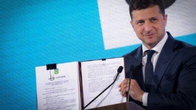 Зеленский подписал закон о передачи государственной земли в коммунальную собственность