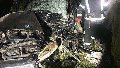В Галициновской ОТГ автомобиль BMW врезался в дом: пострадали три человека | Корабелов.ИНФО image 1