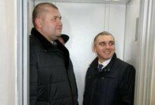Сенкевич на открытии отремонтированного лифта