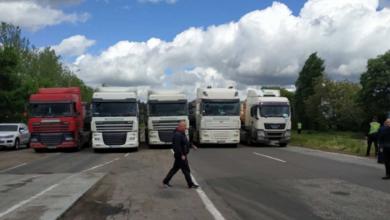 Под Николаевом грузовики перекрыли трассу
