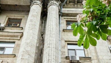трещина в здании Николаевского горсовета