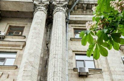 По фасаду мэрии Николаева пошла трещина, едва ли не раскалывающая здание пополам | Корабелов.ИНФО image 1