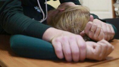В Николаевской области мужчина увез за село 12-летнюю подружку дочери, напоил и изнасиловал | Корабелов.ИНФО