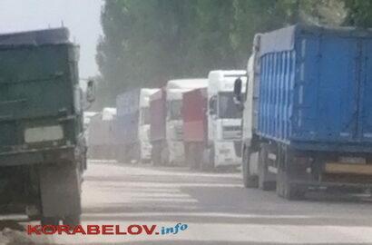 зерновозы на ул. Айвазовского в Николаеве
