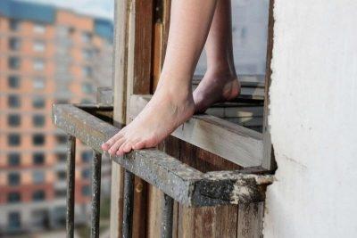 прыжок с окна