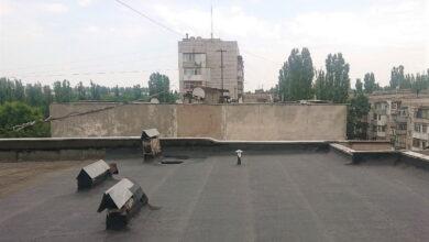 отремонтированная крыша многоэтажки