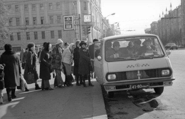 маршрутное такси (архивное фото из ХХ века)