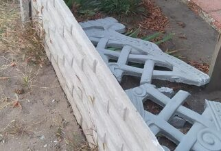 разрушенная ограда кладбища