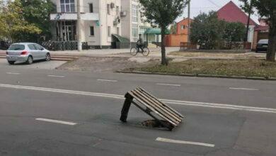 открытый люк на проспекте Богоявленский
